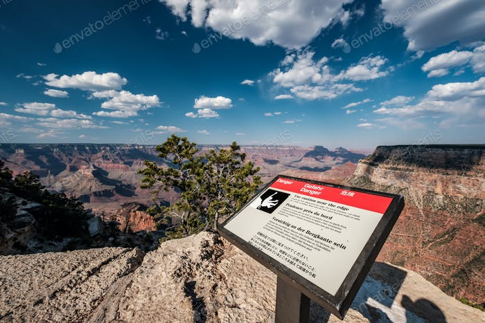 Warning Sign in Grand Canyon