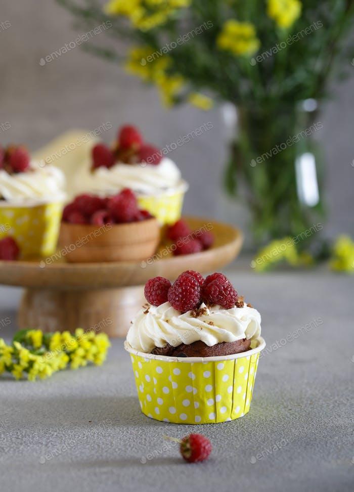 Cream Cupcakes with Raspberries