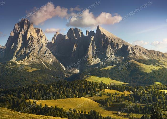 Seiser Alm und Langkofel, Dolomiten Alpen, Italien.