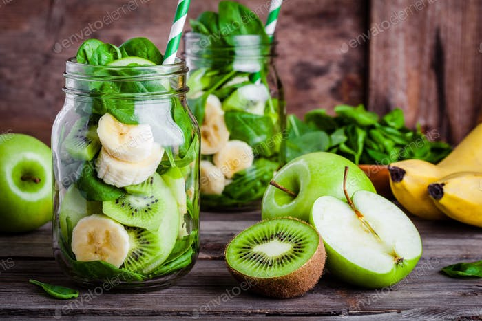 ingredients for  smoothie in  jar: banana, kiwi, spinach, green apple