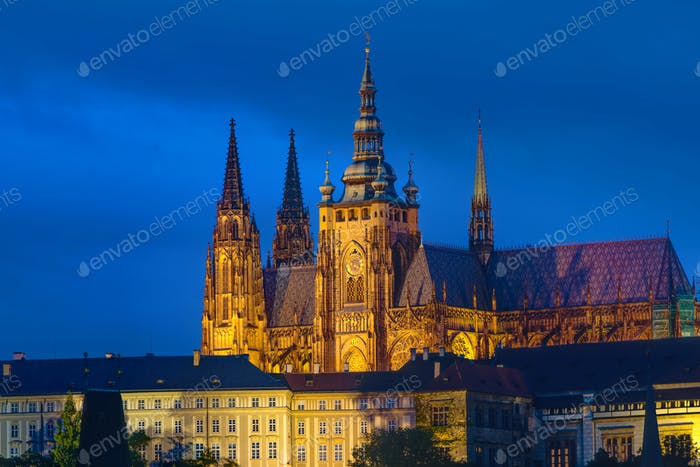 St. Veitus-Kathedrale bei Nacht