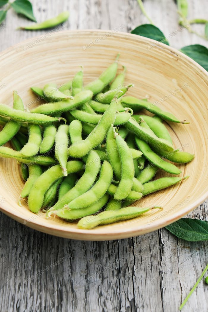 Raw green soybeans