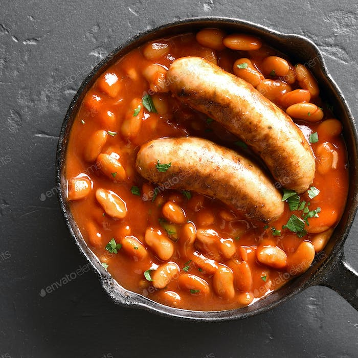 Sausages with baked white beans in tomato sauce