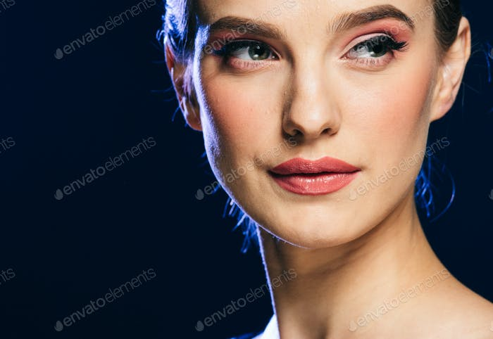 Женщина ночные огни партии гламур мода портрет красивая женщина