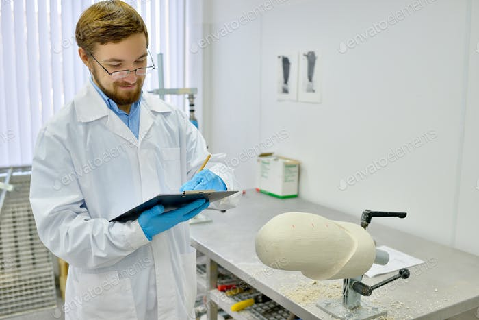 Medical Engineer in Prosthetics Laboratory