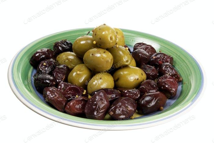 Oliven auf Teller