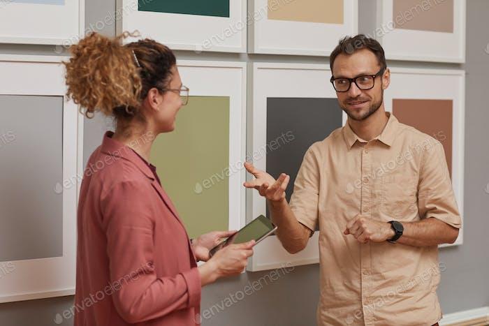 Designer arbeiten in der Kunstgalerie