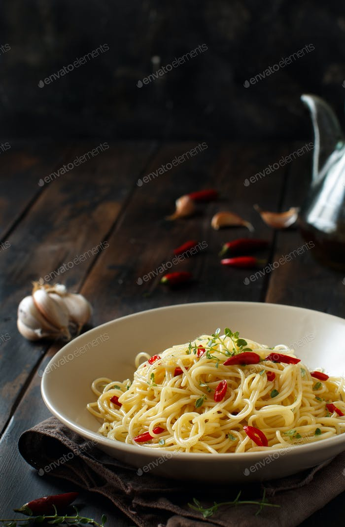 Spaghetti with garlic, olive oil and hot red pepper
