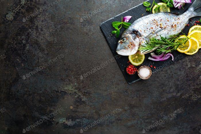 Frischer Fisch Dorado. Rohe Dorado