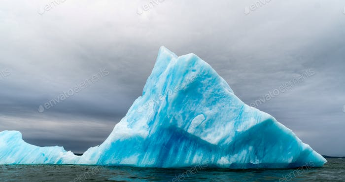Eisbildung in der Antarktis. Gleich hinter der Gerlache-Meerenge ist der Ort, an dem dieser Eisgarten existiert