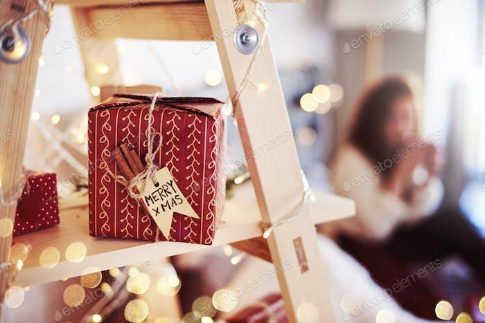 Shot von hausgemachtem Weihnachtsgeschenk