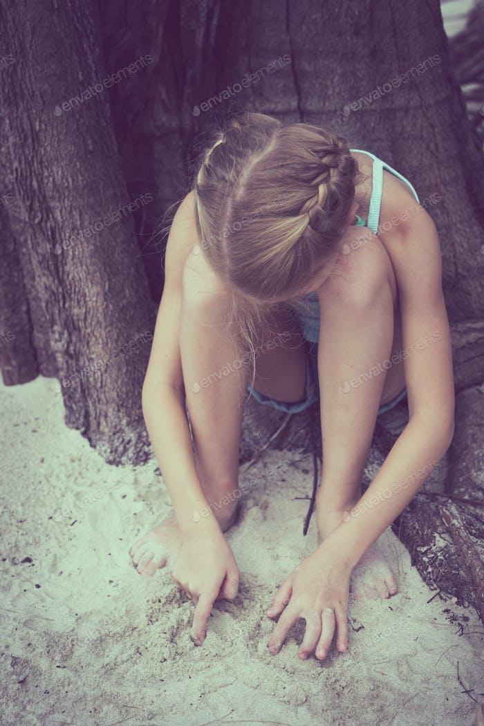 Porträt eines traurigen kleinen Mädchens.