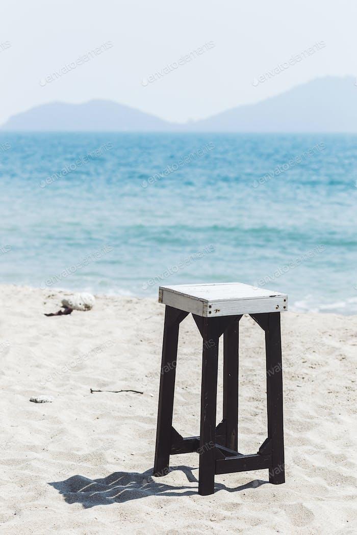 Strandmöbel auf weißem Sand