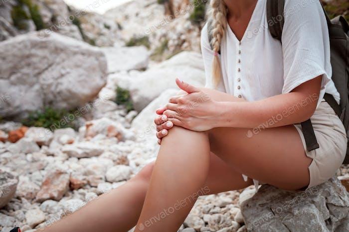 Hiker woman with knee injury feels pain in leg