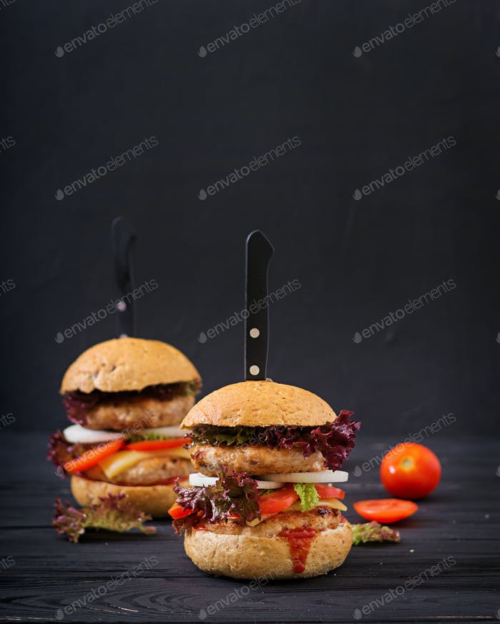 Big hamburger - Sandwich with chicken burger, cheese, onions, tomatoes and lettuce