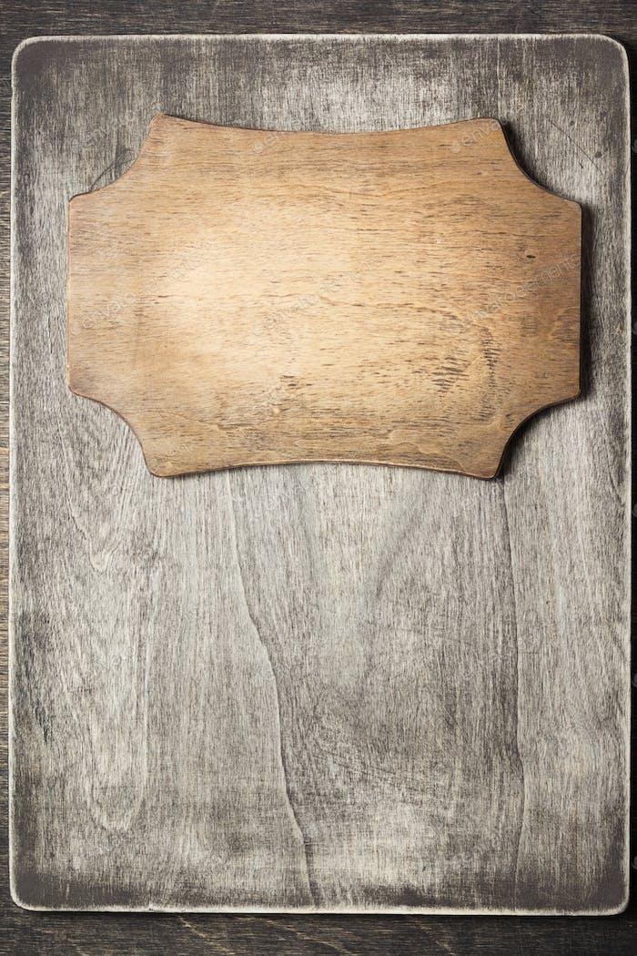 Schild auf Holzhintergrund
