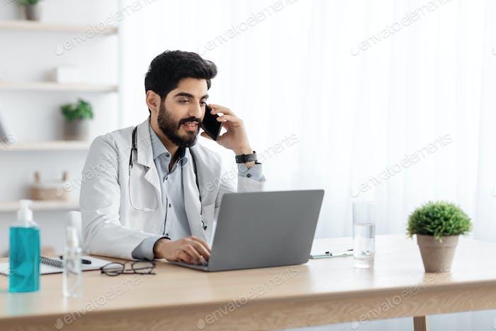 Brote de Covid-19 y consulta médica con profesionales