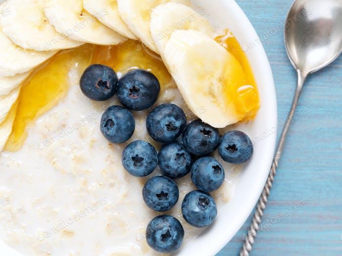Oatmeal with bananas,