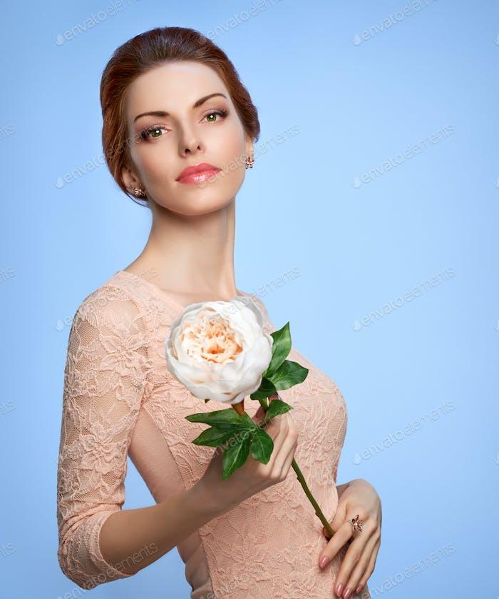 Beauty portrait woman, green eyes, natural makeup