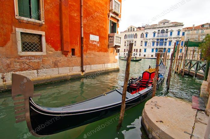 Venedig Italien Gondeln am Kanal