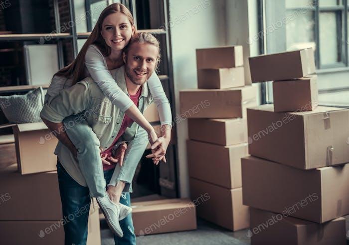 Junges Paar bewegend