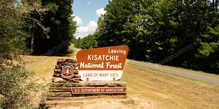 Zwei spurige Straße Pässe Ausfahrt Schild Kisatchie National Forest