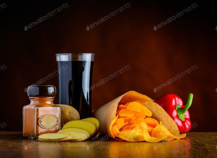 Cola, Gewürze und Kartoffelchips
