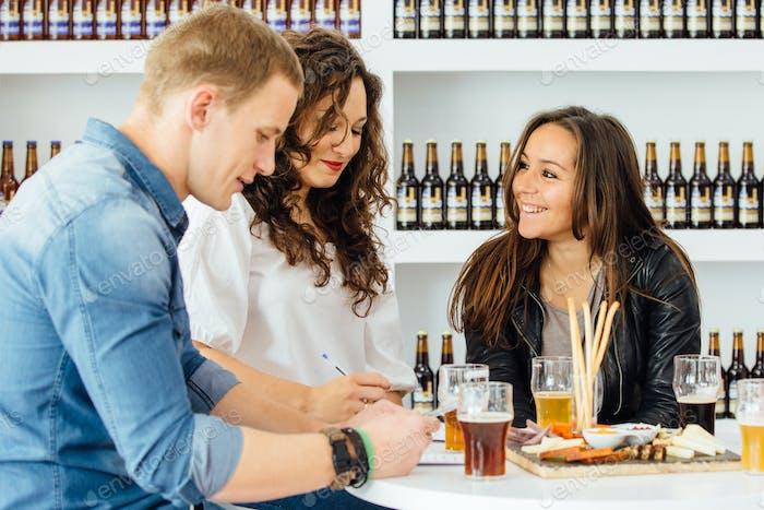 People estimating qualities of beer