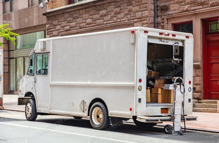 Weiße Farbe LKW Lieferung Pakete, Manhattan Innenstadt