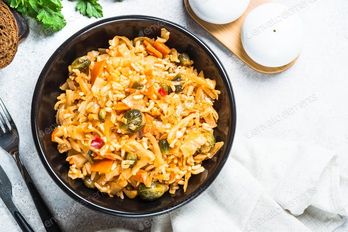Kohleintopf mit Reis und Gemüse