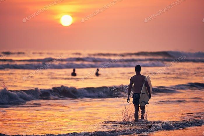 Surfer st sunset
