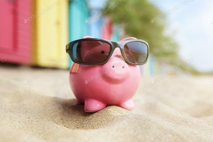 Sparschwein am Strand Urlaub