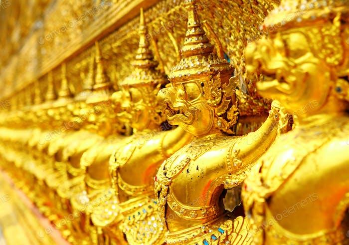 Reihe von Buddha-Statue im großen Palast