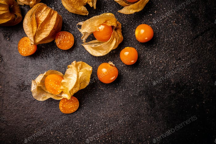 Cape gooseberries with calyx