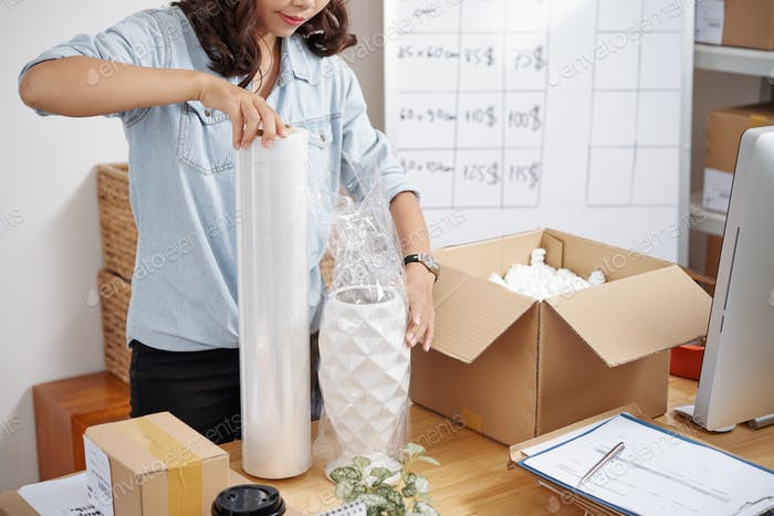 Seller working with order