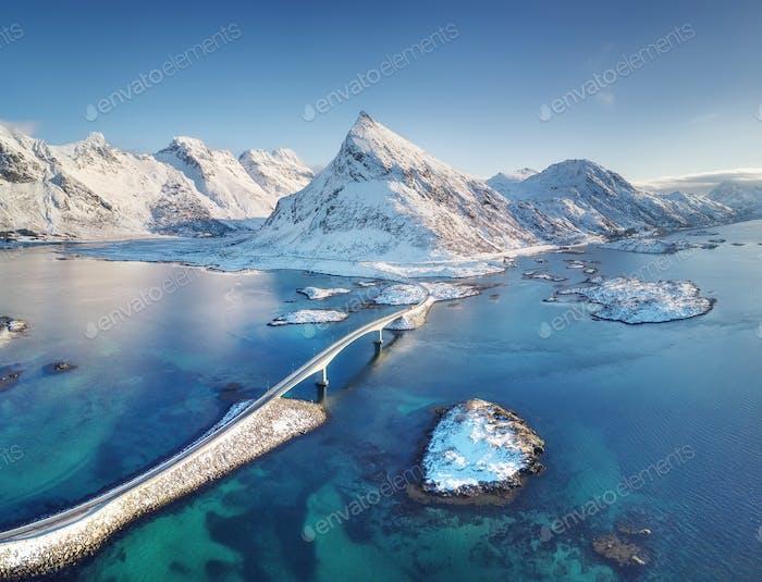 Fredvang Brücken, Lofoten Inseln, Norwegen. Winterlandschaft. Reise-Bild