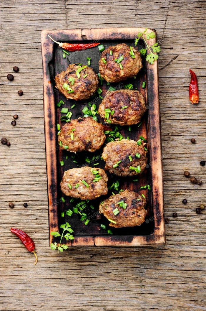 Köstliche Fleischbällchen in der Pfanne