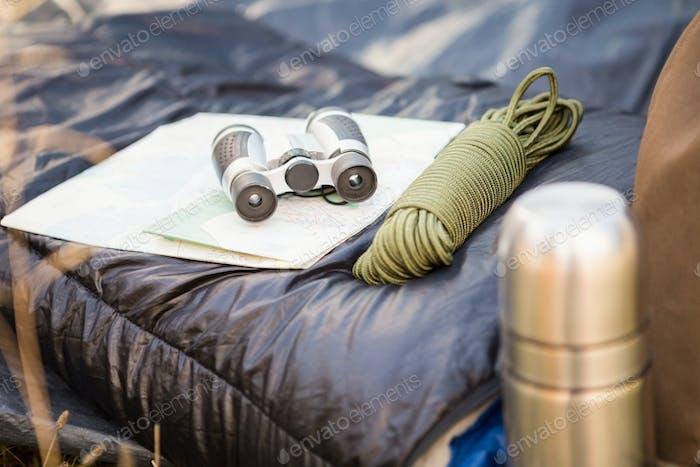 Campingausrüstung in der Natur