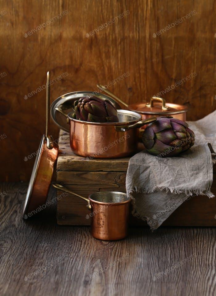 Kupfer-Utensilien, Töpfe, Schöpfkelle und Pfanne