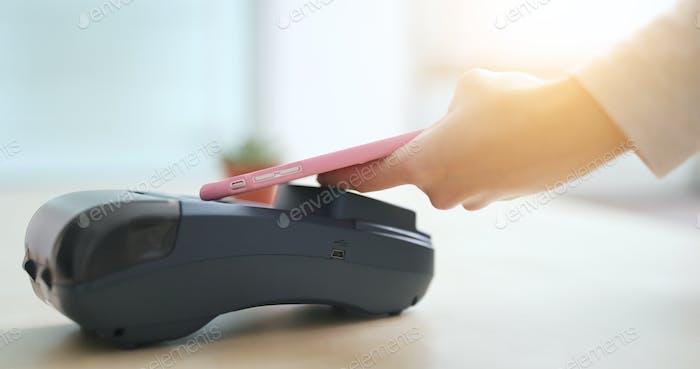 Pague por teléfono móvil con NFC