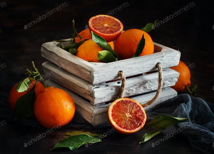 Fresh  oranges with leaves in a box