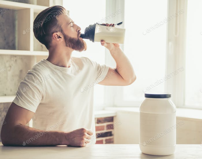 Mann mit Sporternährung