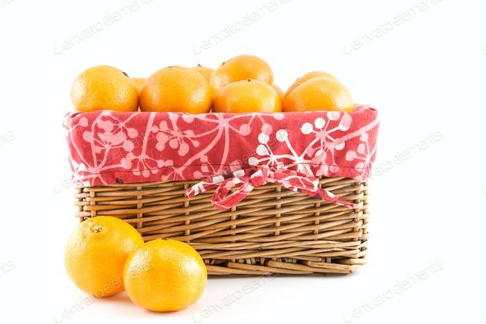 Mandarinas o mandarinas en la cesta