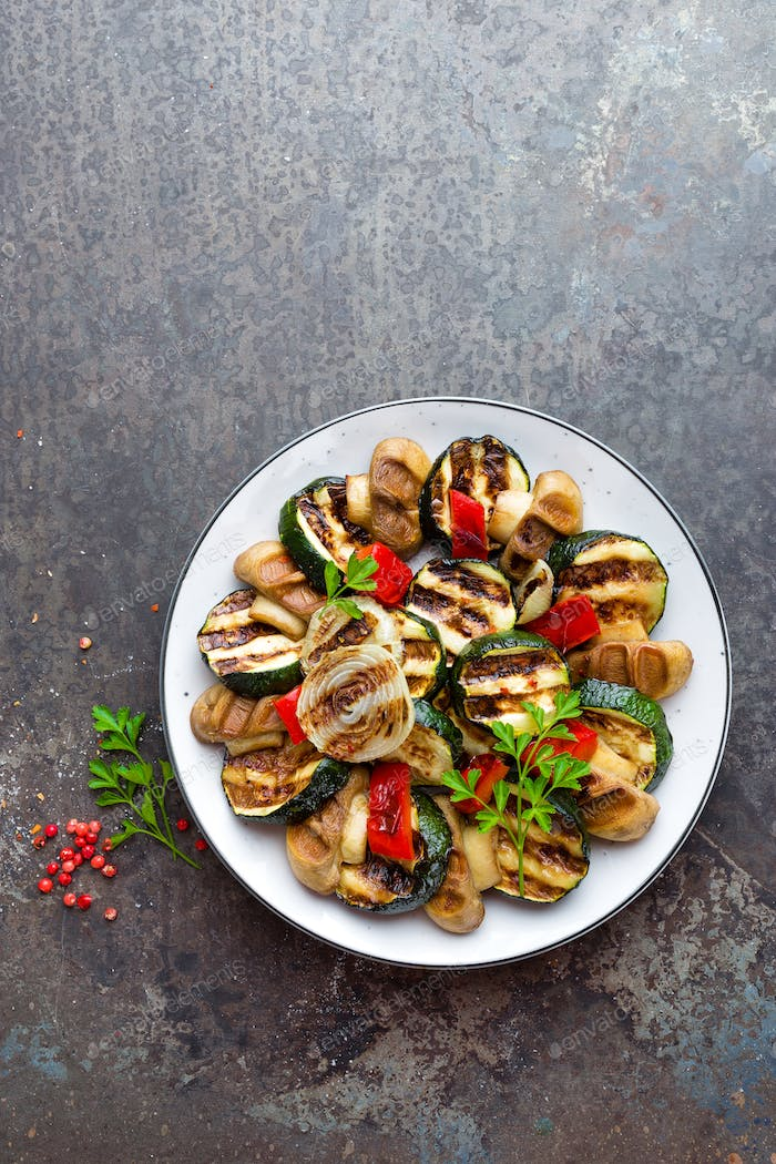 Salad with grilled vegetables