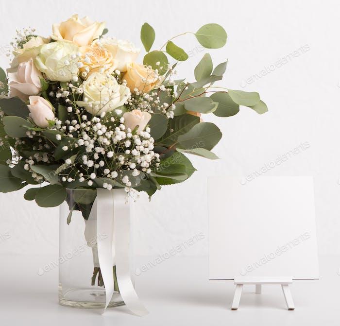 Klassische Braut schöne Hochzeit Blumenstrauß