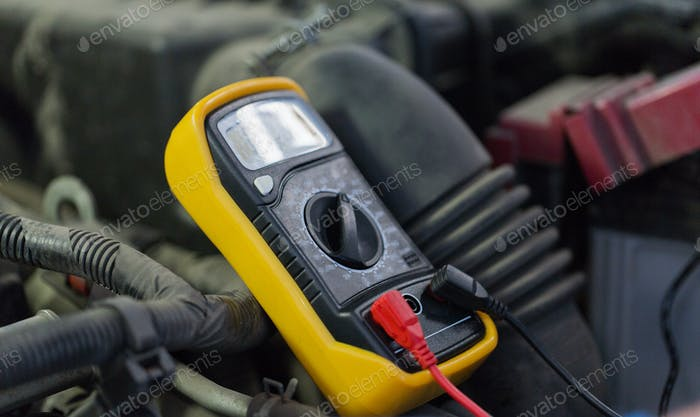 multimeter or voltmeter testing car battery