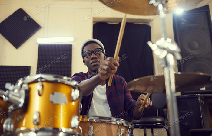 Afroamerikanischer Schlagzeuger