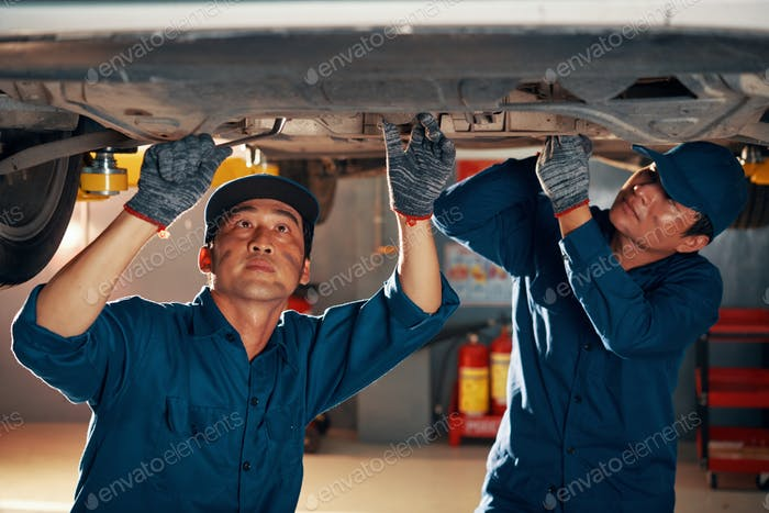 Mechanics attaching front car suspention