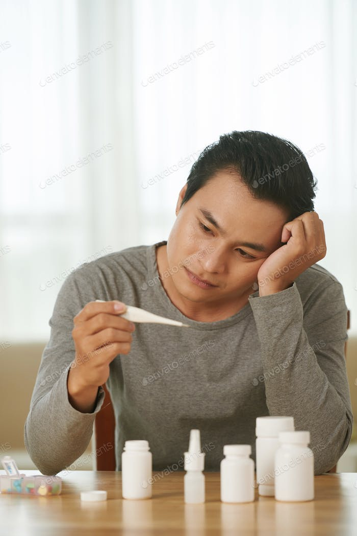 Ungesunder vietnamesischer Mann