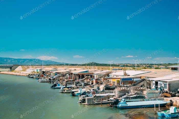 Leucate, Frankreich. Austernfarmen und Fischmarkt in Dorf